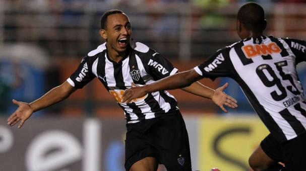 Dodo (L) of Atletico celebrates scoring the second goal with Eduardo (R) during the match between Palmeiras and Atletico MG for the Brazilian Series A 2014 at Pacaembu Stadium on November 8, 2014 in Sao Paulo, Brazil. (Photo Friedemann Vogel/Getty Images)