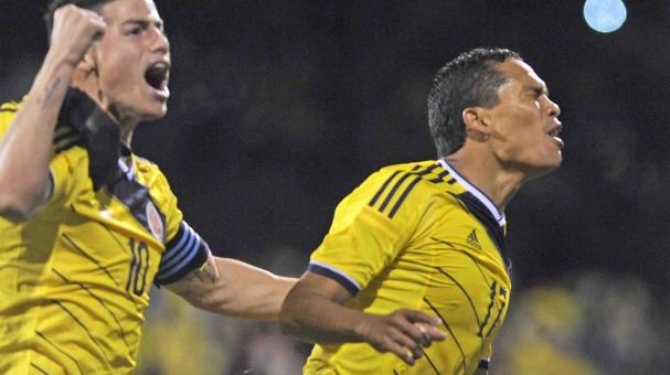 Colombia's Teofilo Gutierrez (R) celebrates scoring their second and winning goal with James Rodriguez (L) during the international friendly soccer match between the USA and Colombia at Craven Cottage, London, Britain, 14 November 2014. EFE