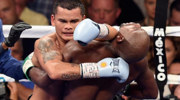 Marcos Maidana puts his left forearm in the neck of Floyd Mayweather Jr. at the MGM Grand Garden Arena on September 13, 2014 in Las Vegas, Nevada. (Photo by Ethan Miller/Getty Images)
