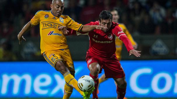 Jeronimo Amione of Toluca (R) fights for the ball with Egidio Arevalo of Tigres (L) during a semifinal first leg match between Toluca and Tigres UANL as part of the Apertura 2014 Liga MX at Nemesio Diez Stadium on December 04, 2014 in Toluca. (Getty Image