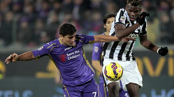 David Pizarro of ACF Fiorentina fights for the ball with Paul Pogba of Juventus FC during the Serie A match between ACF Fiorentina and Juventus FC at Stadio Artemio Franchi on December 5, 2014 in Florence, Italy. (Getty Images)