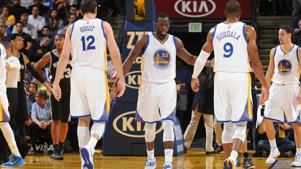 Draymond Green #23 of the Golden State Warriors high fives teammates Andrew Bogut #12 and Andre Iguodala #9  (Getty Images)
