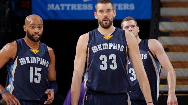 Vince Carter #15 and Marc Gasol #33 of the Memphis Grizzlies face off against the Sacramento Kings on November 30, 2014 at Sleep Train Arena in Sacramento, California. (Getty Images)