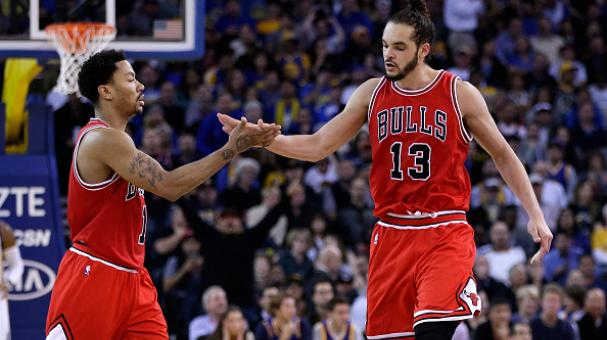 Derrick Rose #1 and Joakim Noah #13 of the Chicago Bulls high-five in the fourth quarter of their game against the Golden State Warriors at ORACLE Arena on January 27, 2015 in Oakland, California. Getty Images