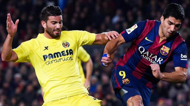Luis Suarez of FC Barcelona competes for the ball with Mateo Musacchio of Villarreal CF during the Copa del Rey Semi-Final at Camp Nou on February 11, 2015 in Barcelona, Spain. (Getty Images)