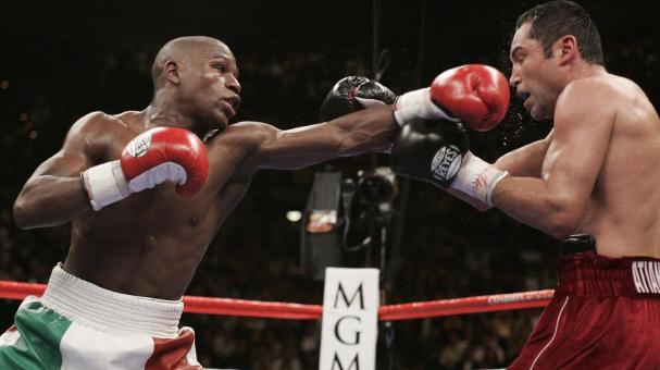 Floyd Mayweather Jr. (L) and Oscar De La Hoya exchange blows in their WBC Super Welterweight world championship boxing match 05 May 2007 in Las Vegas, Nevada. Getty Images