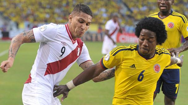 Peruvian Paolo Guerrero (L) vies for the ball with Colombian Carlos Sanchez (R) during qualifier football match at Metropolitan stadium in Barranquilla, Colombia, on June 11, 2013. (Getty Images)