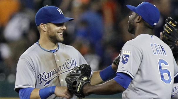 Alex Gordon #4 of the Kansas City Royals celebrates with teammate Lorenzo Cain #6 at Comerica Park to take first place in the AL Central on June 17, 2014 in Detroit, Michigan. (Getty Images)
