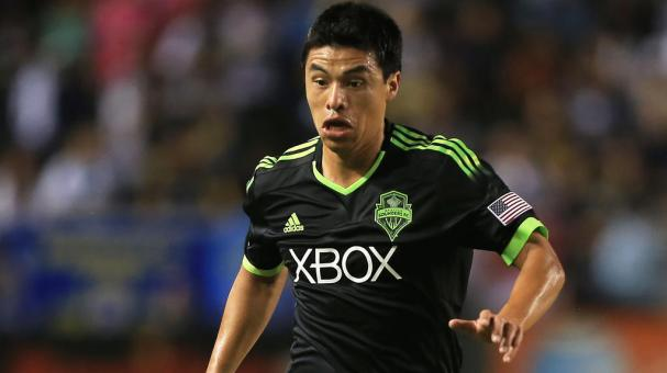 Gonzalo Pineda #8 of Seattle Sounders FC paces the ball on the attack against the Los Angeles Galaxy during the second half of their MLS match at StubHub Center on October 19, 2014 in Los Angeles, California. (Getty Images)