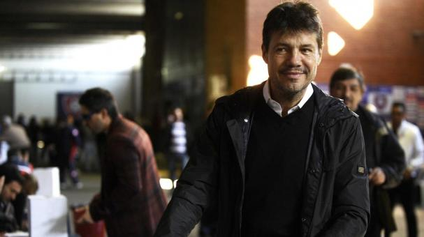 Argentine television presenter Marcelo Tinelli votes in the San Lorenzo football club presidential election on September 1, 2012 in Buenos Aires. (ALEJANDRO PAGNI/AFP/GettyImages)