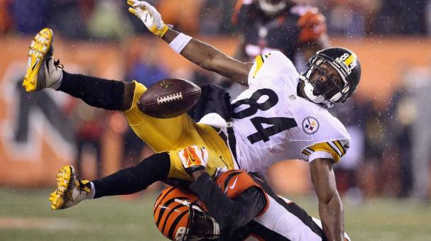 Antonio Brown #84 of the Pittsburgh Steelers is unable to catch a pass as he is defended by Chris Lewis-Harris #37 of the Cincinnati Bengals in the AFC Wild Card Playoff game at Paul Brown Stadium on January 9, 2016 in Cincinnati, Ohio. (Getty Images)