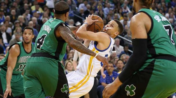 Stephen Curry #30 of the Golden State Warriors tries to get a shot off while guarded by Isaiah Thomas #4 of the Boston Celtics at ORACLE Arena on April 1, 2016 in Oakland, California. (Photo by Ezra Shaw/Getty Images)