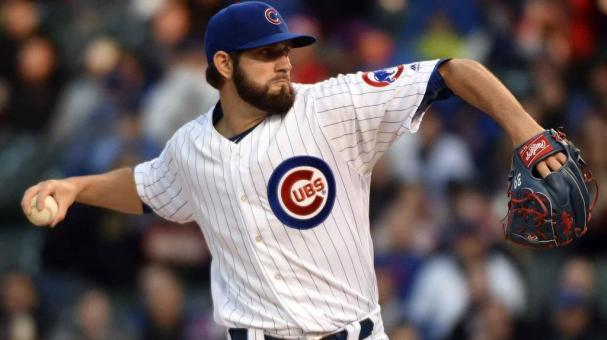 Jason Hammel #39 of the Chicago Cubs throws against the Cincinnati Reds during the first inning on April 14, 2016 at Wrigley Field in Chicago, Illinois. (Photo by David Banks/Getty Images)
