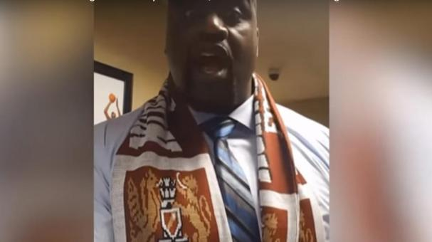 Shaquille O'Neal canta We are the Champions