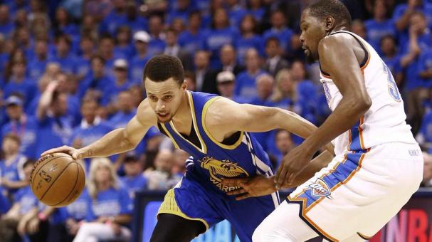 Golden State Warriors Stephen Curry (L) goes to the basket against Oklahoma City Thunder Kevin Durant (R) at the Chesapeake Energy Arena in Oklahoma City, Oklahoma, USA, 28 May 2016. The winner of this series goes on to play the Cleveland Cavaliers. EFE