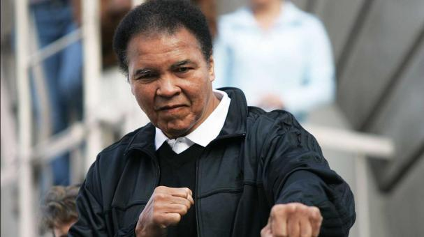Boxing legend Muhammad Ali gestures as he poses for photos just after the start of the 20th anniversary of the Los Angeles Marathon on March 6, 2005 in Los Angeles, California. (Photo by Doug Benc/Getty Images)