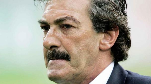 Mexico's coach Ricardo Antonio La Volpe at the end of the Confederations Cup 3rd place match between Germany and Mexico in Leipzig, Germany Wednesday June 29, 2005.  Germany won the match 4-3 after extra time. (AP Photo/Christof Stache)