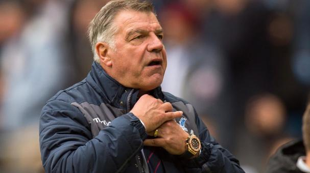 Crystal Palace manager Sam Allardyce reacts during the English Premier League soccer match between Manchester City and Crystal Palace held at Etihad Stadium, Manchester, Britain, 06 May 2017. EFE