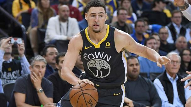 Klay Thompson #11 of the Golden State Warriors drives to the basket during the second half of their NBA basketball game at ORACLE Arena on February 6, 2018 in Oakland, California. (Getty Images)
