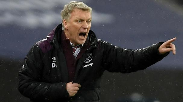 David Moyes, Manager of West Ham United gives his team instructions during the Premier League match versus Tottenham Hotspur at Wembley Stadium on January 4, 2018 in London, England. (Getty Images)