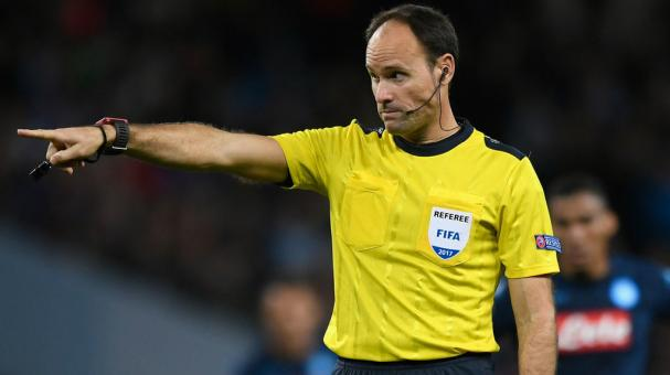 Referee Antonio Mateu Lahoz of Spain reacts during the UEFA Champions League match between Manchester City and SSC Napoli at Etihad Stadium on October 17, 2017 in Manchester, United Kingdom. (Getty Images)