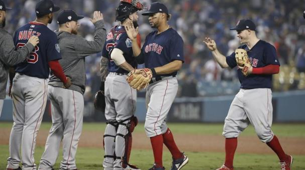 Boston Red Sox players celebrate after defeating the Los Angeles Dodgers in game four of the World Series at Dodger Stadium in Los Angeles, California, USA, 27 October 2018. EFE