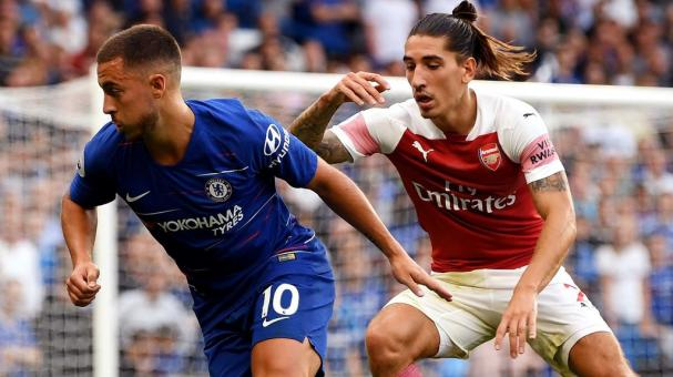 Hector Bellerin of Arsenal challenges Eden Hazard of Chelsea during the Premier League match at Stamford Bridge on August 18, 2018 in London, United Kingdom. (Getty Images)