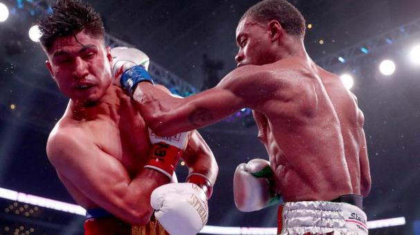 Errol Spence Jr lands a blow against Mikey Garcia in an IBF World Welterweight Championship bout at AT&T Stadium on March 16, 2019 in Arlington, Texas. (Getty Images)