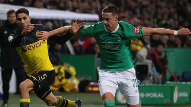 Dortmund's Achraf Hakimi (L) in action against Bremen'Äôs Marco Friedl (R) during the German DFB cup third round soccer match between SV Werder Bremen and Borussia Dortmund in Bremen, Germany, 04 February 2020. (Alemania, Rusia) EFE