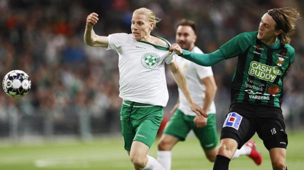 Gustav Ludwigson of Hammarby IF is being pulled in his jersey by Joakim Lindner of Varbergs BOIS during the Swedish cup match between Hammarby IF and Varbergs BOIS at Tele2 Arena on February 24, 2020 in Stockholm, Sweden. (Getty Images)