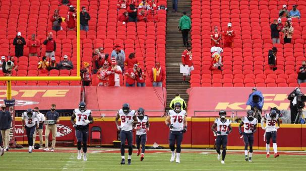 Members of the Houston Texans in front of a scattering of Kansas City Chiefs fans before the start of the season opener at Arrowhead Stadium on September 10, 2020 in Kansas City, Missouri. (Getty Images)