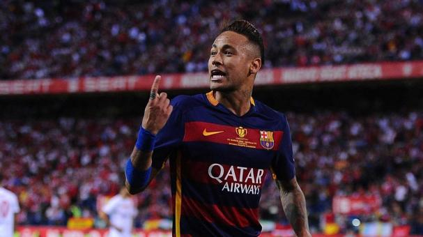 MADRID, SPAIN - MAY 22: Neymar of FC Barcelona celebrates aftr scoring Barcelona's 2nd goal during the Copa del Rey Final between Barcelona and Sevilla at Vicente Calderon Stadium on May 22, 2016 in Madrid, Spain. (Photo by Denis Doyle/Getty Images)