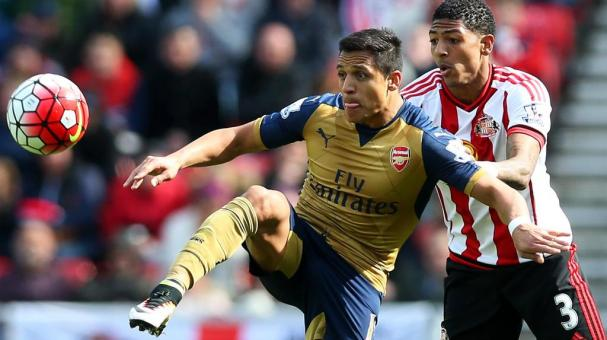 Alexis Sanchez of Arsenal holds off Patrick van Aanholt of Sunderland during the Barclays Premier League match between Sunderland and Arsenal at the Stadium of Light on April 24, 2016 in Sunderland, United Kingdom. (Photo by Ian MacNicol/Getty Images)