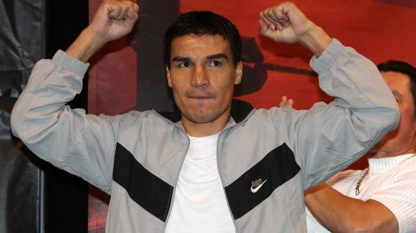 Carlos Baldomir of Argentina poses during his official weigh-in at the Mandalay Bay Events Center November 3, 2006 in Las Vegas, Nevada. Baldomir will defend his WBC welterweight title against Floyd Mayweather Jr.. (Getty Images)