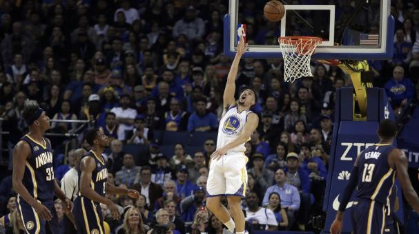 Klay Thompson anota 60 puntos en otra noche histórica de Warriors