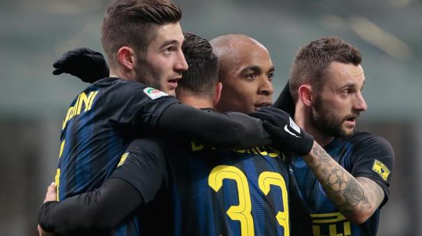 Joao Mario of FC Internazionale Milano (2nd R) celebrates with Roberto Gagliardini (L) and Marcelo Brozovic (R) during the Serie A match versus Pescara Calcio at Stadio Giuseppe Meazza on January 28, 2017 in Milan, Italy. (Getty Images )