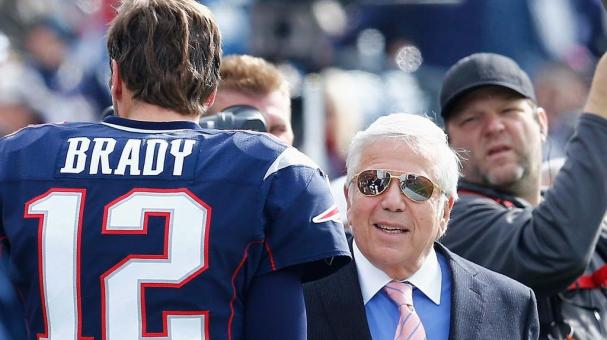 Tom Brady #12 talks with owner Robert Kraft of the New England Patriots before a game against the Chicago Bears at Gillette Stadium on October 26, 2014 in Foxboro, Massachusetts. (Photo by Jim Rogash/Getty Images)