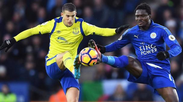 Kevin Mirallas of Everton and Daniel Amartey of Leicester City compete for the ball during the Premier League match between Leicester City and Everton at The King Power Stadium on December 26, 2016 in Leicester, England. (Getty Images)