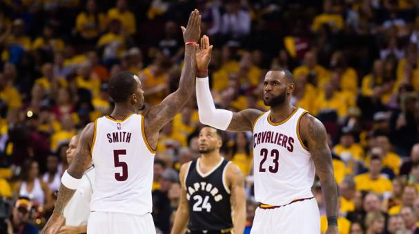 Con 39 puntos de LeBron James, Cavs arrasan a Raptors