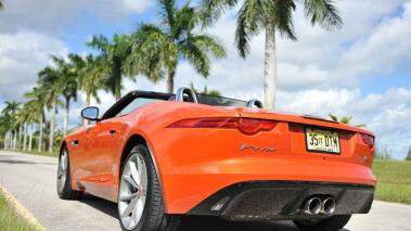 Jaguar F-Type S Convertible 2016, placer top less con transmisión manual