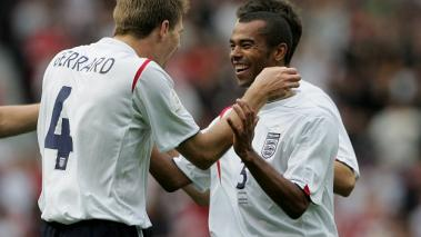 Steven Gerrard y Ashley Cole