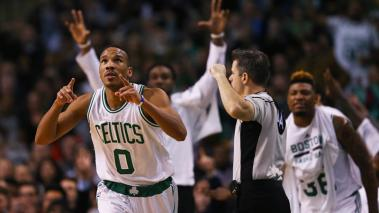 Avery Bradley le dio la victoria a Boston en la recta final del partido.