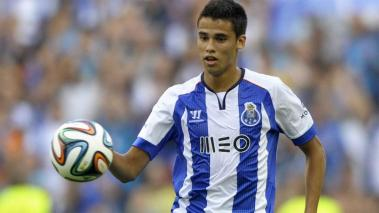 Caption:Porto's Mexican defender Diego Reyes controls the ball during the friendly football match FC Porto vs AS Saint Etienne at the Dragao stadium in Porto, on July 27, 2014. AFP Getty Images / MIGUEL RIOPA