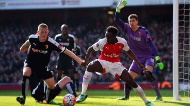 Danny Welbeck of Arsenal and Ben Watson and Costel Pantilimon of Watford at Emirates Stadium on March 13, 2016 in London, England. (Photo by Shaun Botterill/Getty Images)