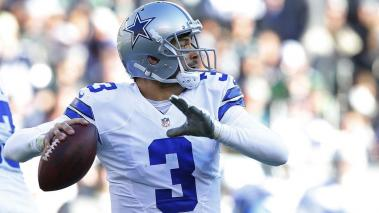 Quarterback Mark Sanchez #6 of the Dallas Cowboys attempts a pass against the Philadelphia Eagles at Lincoln Financial Field on January 1, 2017 in Philadelphia, Pennsylvania. (Photo by Rich Schultz/Getty Images)