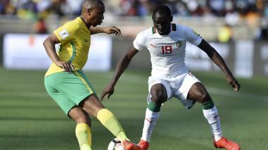 South Africa's Andile Jali (L) passes Senegal's Saliou Ciss (R) during the 2018 World Cup qualifying football match on November 12, 2016 at the Peter Mokaba stadium in Polokwane. (AFP/Getty Images)