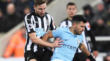 Sergio Aguero of Manchester City is challenged by Paul Dummett of Newcastle United during the Premier League match at St. James' Park on December 27, 2017 in Newcastle upon Tyne, England. (Getty Images)