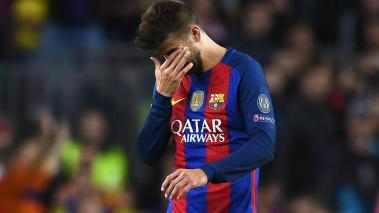 Gerard Pique of Barcelona leaves the pitch after picking up an injury. (Getty Images)