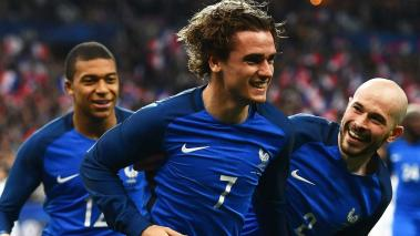 Antoine Griezmann (C) of France celebrates with team mates after scoring only for the goal to be disallowed during the International Friendly at Stade de France on March 28, 2017 in Paris, France. (Getty Images)