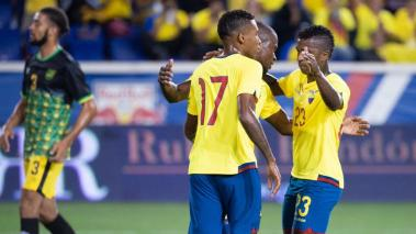 Ecuador players celebrate a goal by Enner Valencia from the penalty spot in the first half of their friendly soccer match against Jamaica at Red Bull Stadium in Harrison, New Jersey, USA, 07 September 2018. (Futbol, Amistoso, Estados Unidos) EFE
